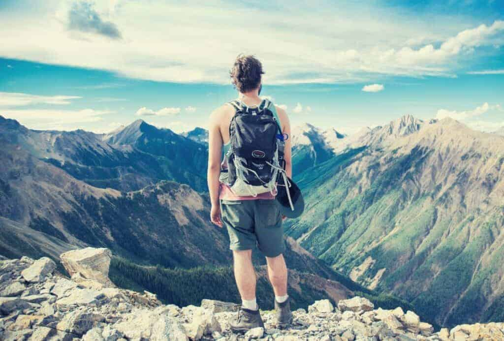 best hiking daypack featimage