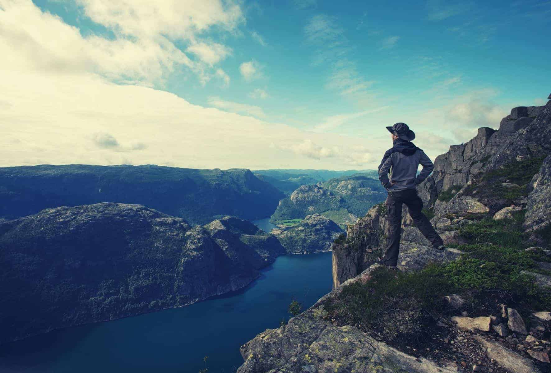 71 Inspirational Hiking Quotes featimage