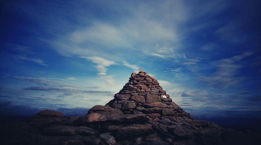 Cairn cairngorm mountain intext