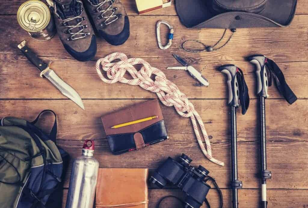 3 season hiking gear checklist featimage