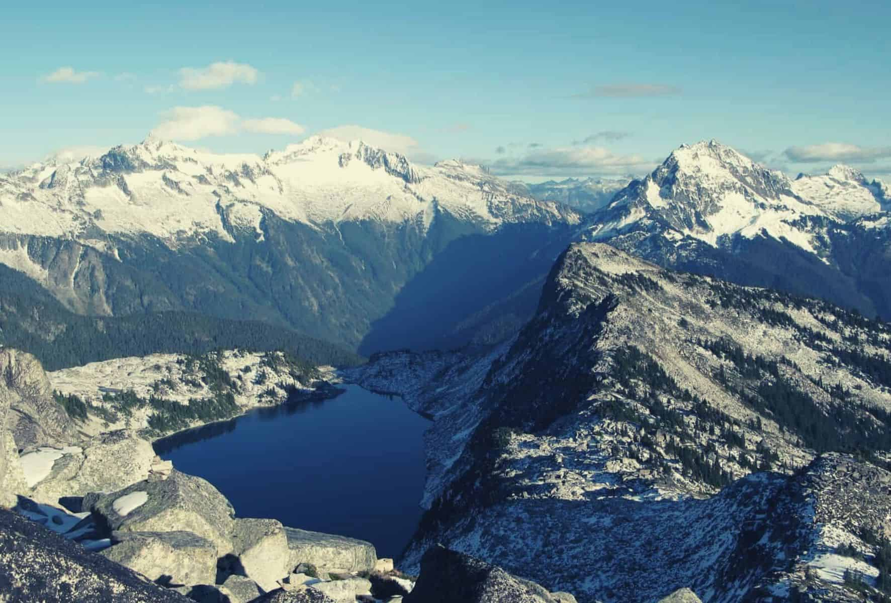 Hidden Lake Lookout Hiking Trail Guide featimage