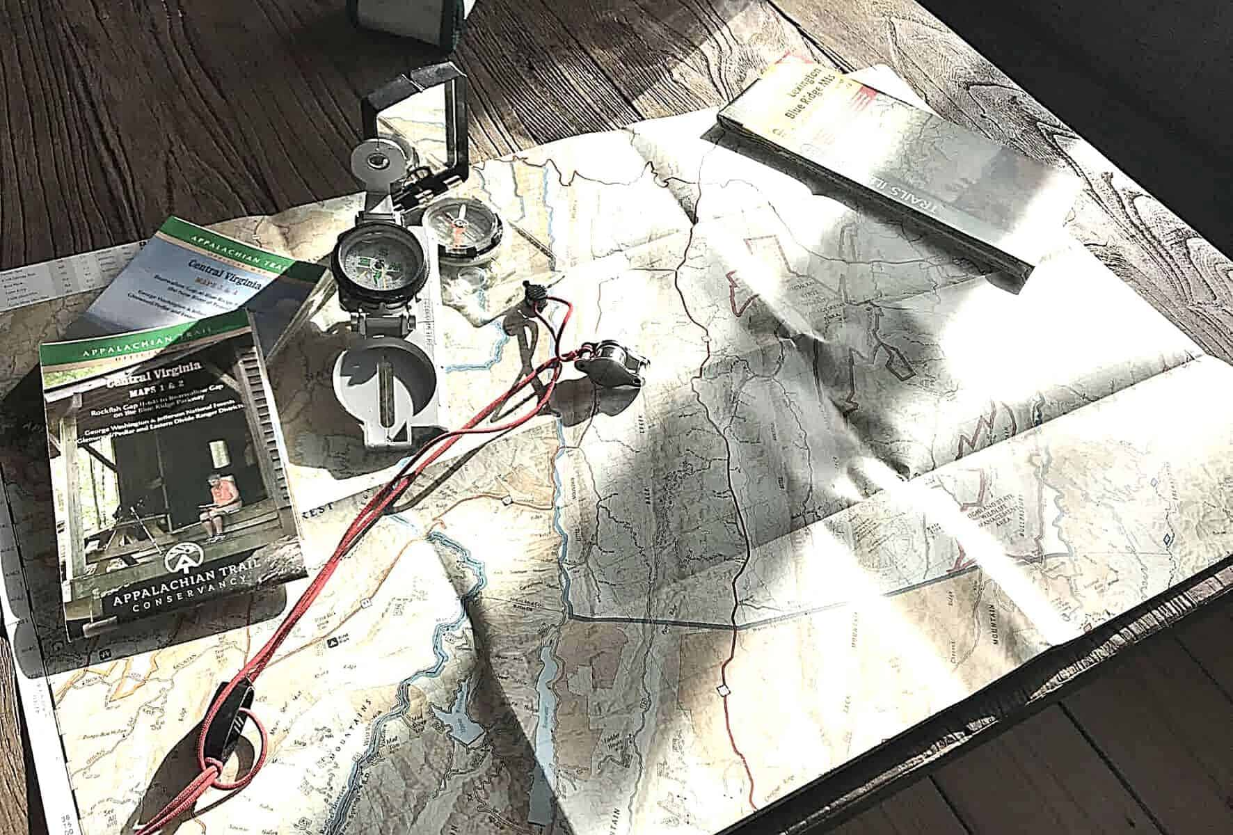 Best hiking compass featimage