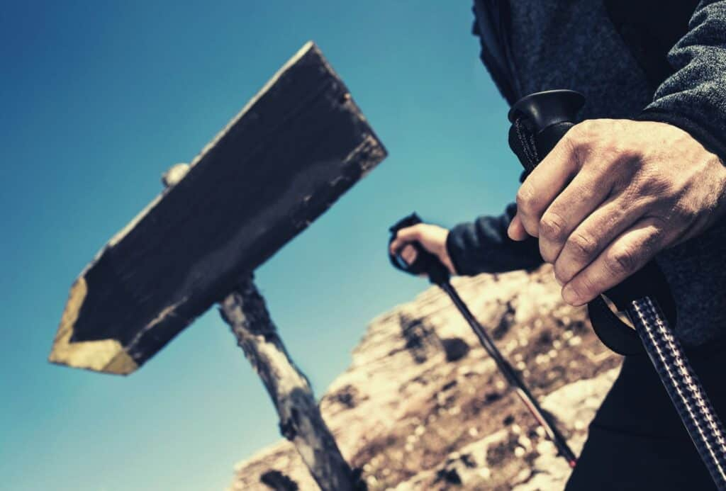 how to keep hands warm hiking featimg hero