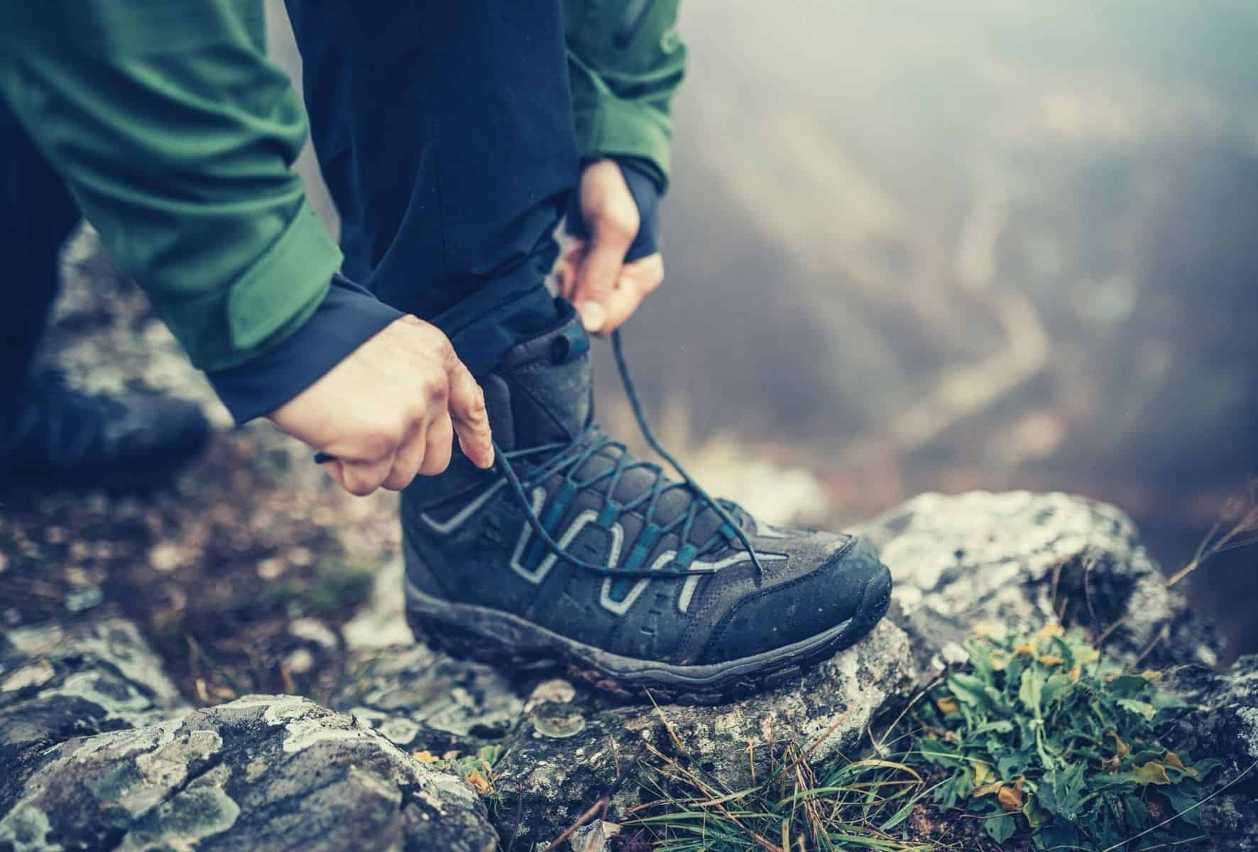 how to tie hiking boots featimg hero