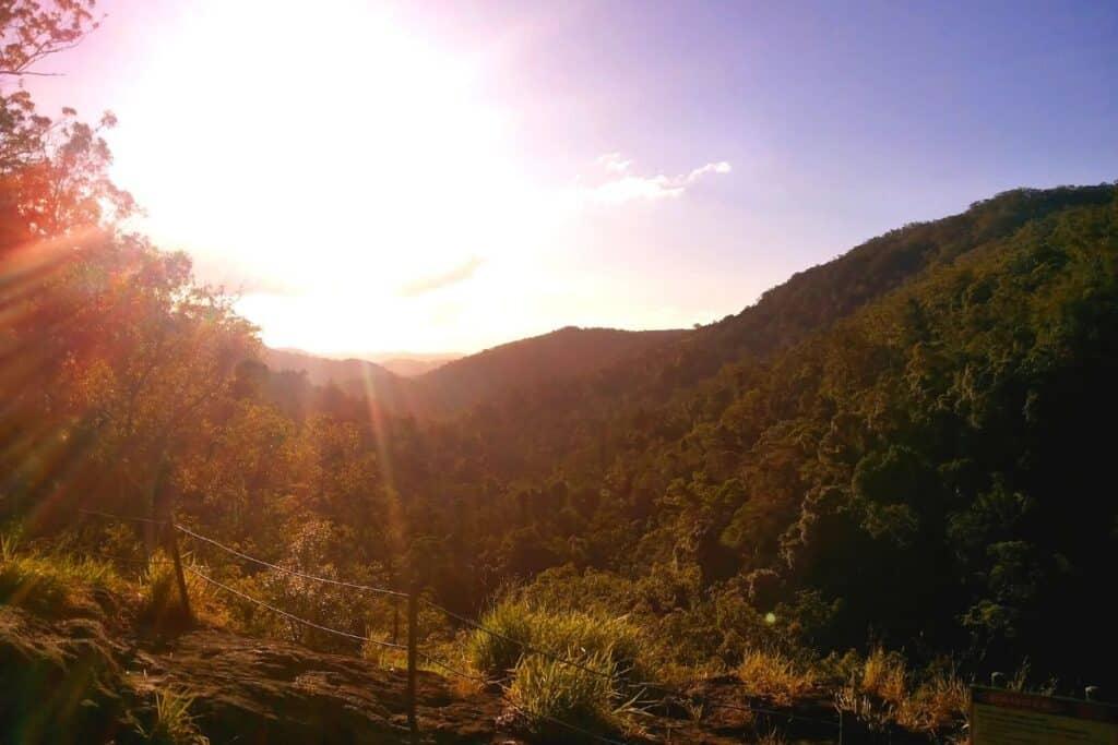 best hikes near brisbane - feat img