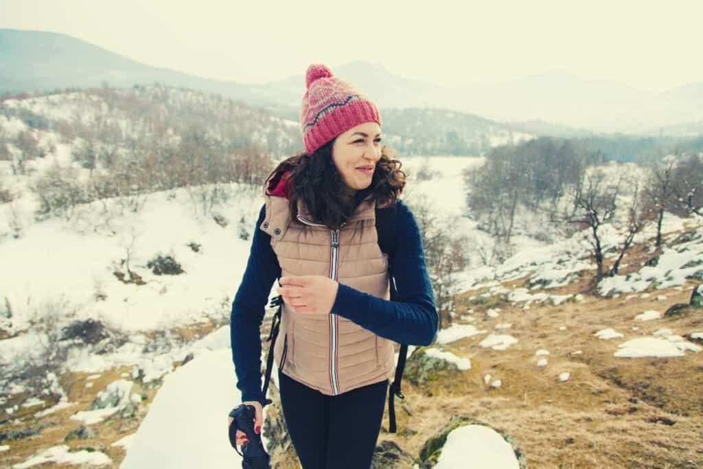 hiking in cold weather - feat img