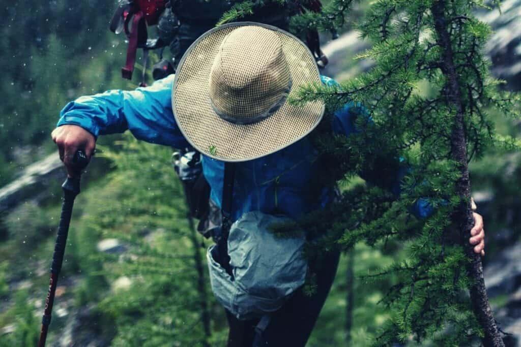 best hiking rain hat - feat img