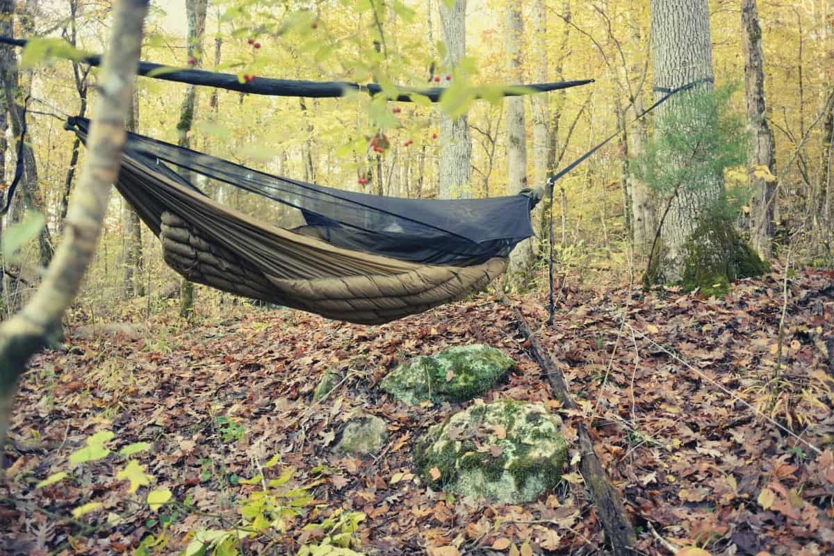 how to sleep in a hammock - feat img