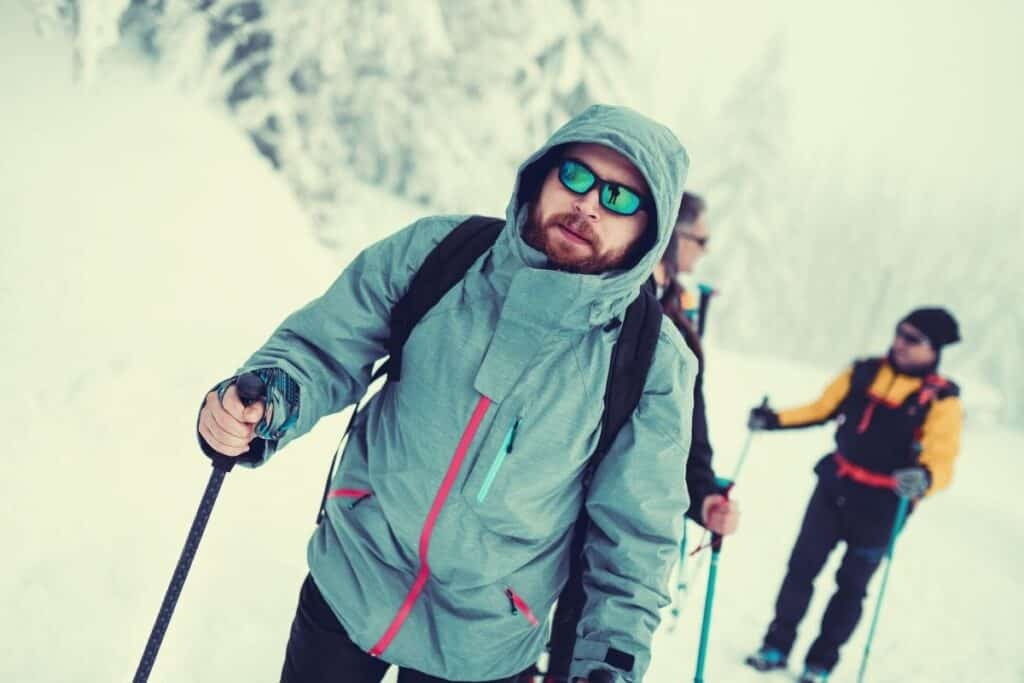 what to wear hiking in winter - featimg