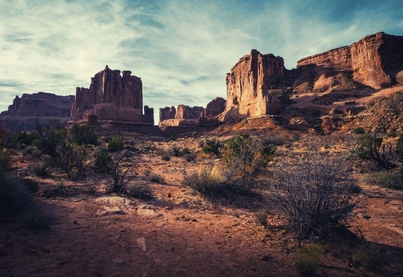 best hikes in canyonlands national park - featimg