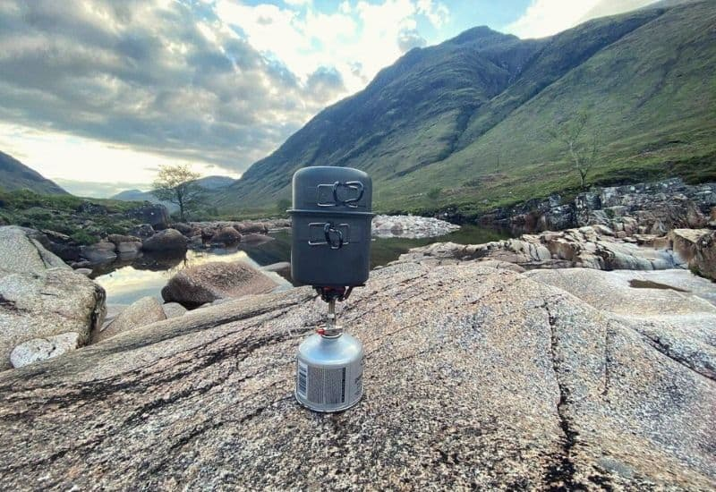 Best backpacking stoves - feat img
