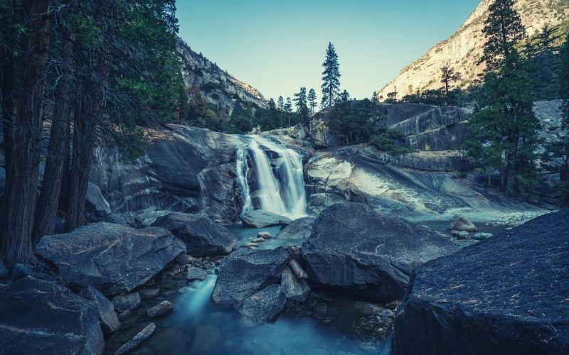 Mist Falls Trail