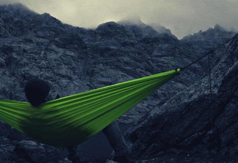 how to hang a hammock without trees - featimg