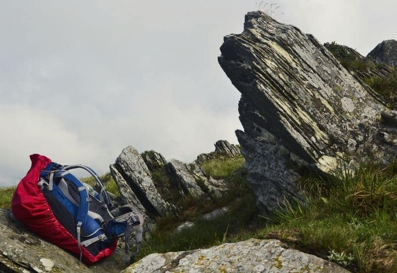 best hiking daypack - feat img